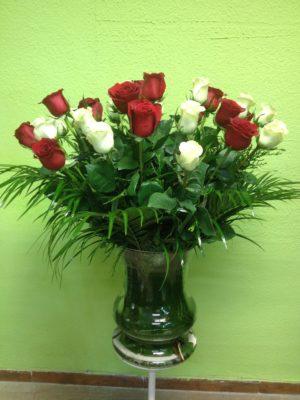 24 rosas con jarron 150€